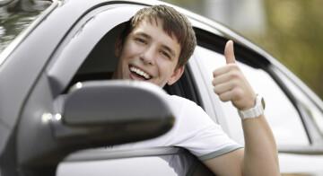 Mehr Praxis, weniger Unfälle: Fahranfänger schon mit 17 hinter das Steuer