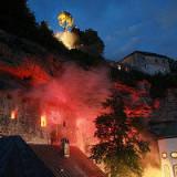 Eine wahre Attraktion und ein äußerst interessantes Ausflugsziel im Chiemgau sind die Steiner Burganlage und das dazugehörige Schloss- und Brauereiareal.<br /> <br /> Die auf der 500 Meter langen und über 50 Meter hohen Nagelfluhwand - auch Steiner Felsen genannt - thronende Hochburg aus dem 12. Jahrhundert, ist für Besucher zugänglich und bietet ein fantastisches Panorama des nördlichen Chiemgaus.<br /> http://www.steiner-bier.de/index.php?PageID=13&pa=2