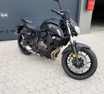 Yamaha MT07 Tech Black (tiefer)