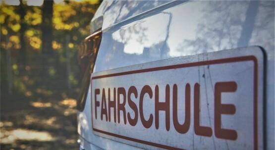 FAHRSCHULE: Fahrten mit bedingtem Welpenschutz